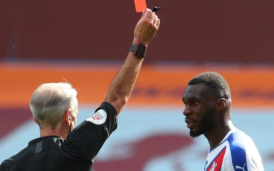 Christianui Benteke rodoma raudona kortelė