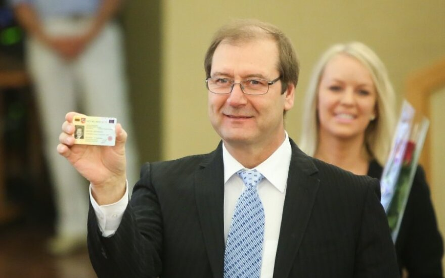 Viktor Uspaskich with his MEP badge