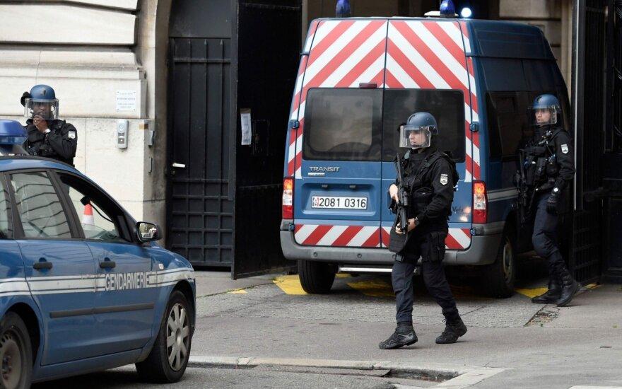 Paryžiuje buvo evakuota traukinių stotis keleivio krepšyje radus neaktyvų sprogmenį
