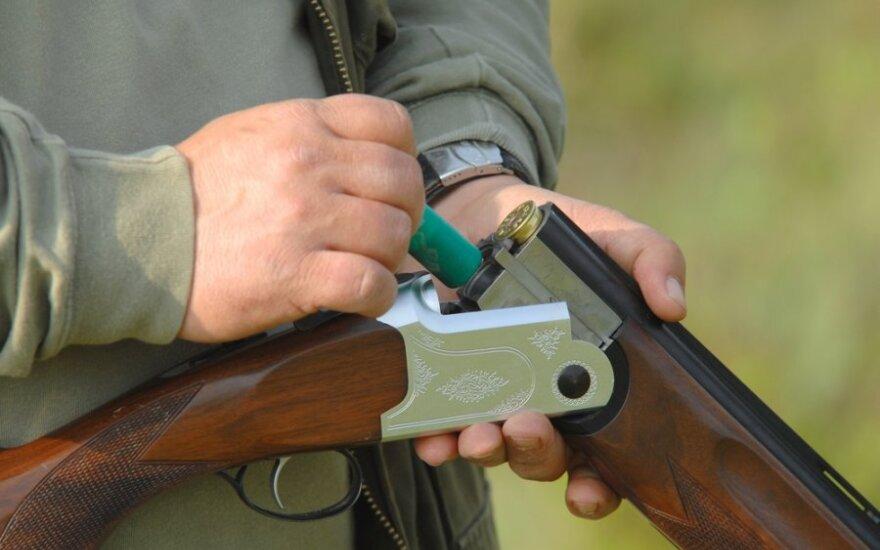 Marijampoliečiai policijai pranešė, kad įsisiautėjęs kaimynas bandė panaudoti ginklą prieš save