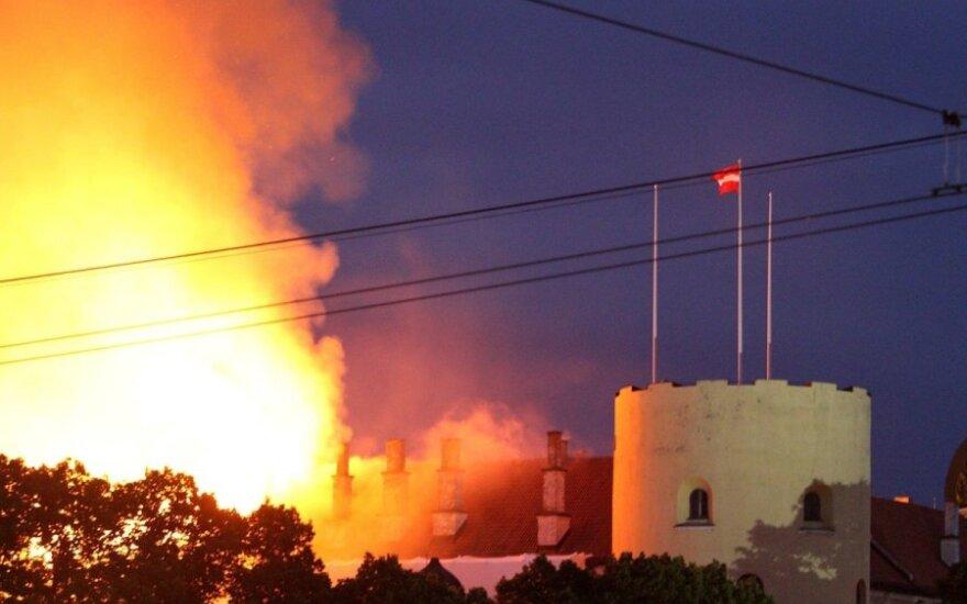 Rygos pilyje, kurioje buvo įsikūrusi prezidentūra, kilo didelis gaisras