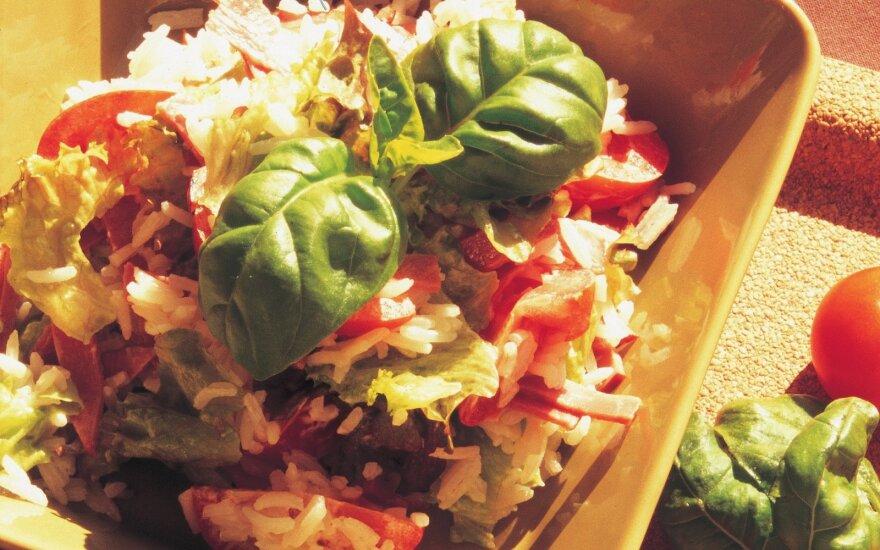 Ryžių salotos su kumpiu ir pomidorais