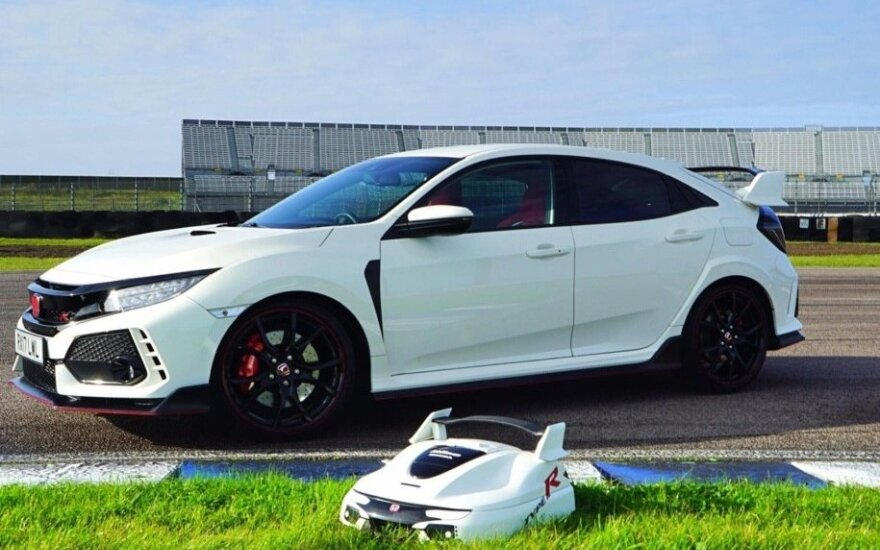 """""""Honda Civic Type R"""" ir jo pavidalo žoliapjovė"""