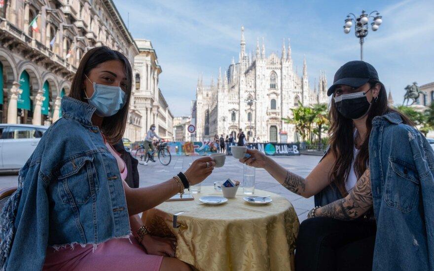 Nuo Paryžiaus kavinių iki Romos ledainių: atsidarantys verslai mano, kad nebebus taip, kaip anksčiau