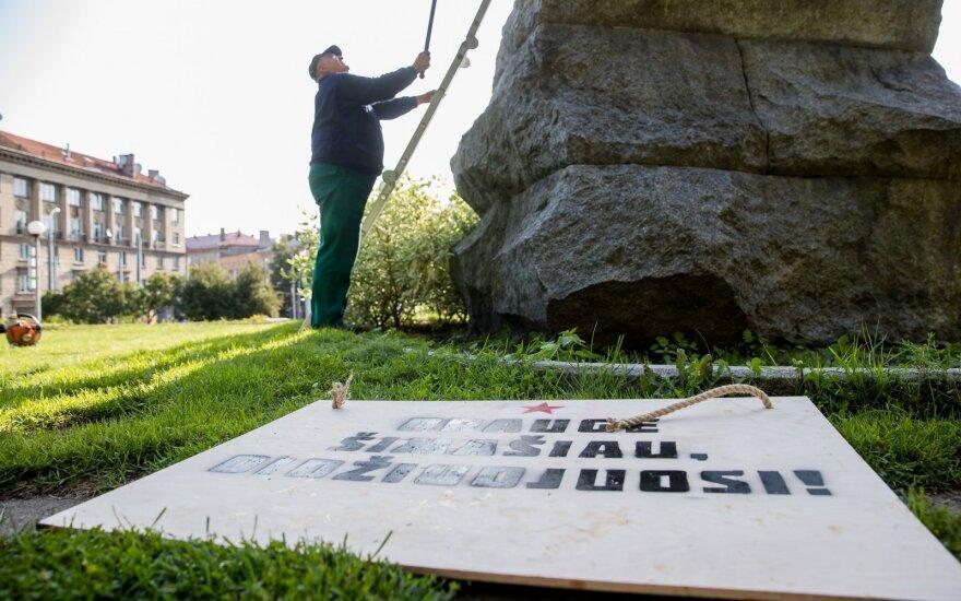 Po skandalo dėl Generolo Vėtros lentos nukabinimo: ant paminklų Cvirkai ir Kudirkai – klausimai Šimašiui