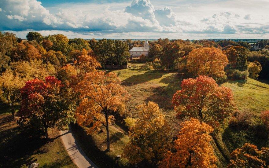 Artėjant savaitgaliui – nuostabi rudens staigmena: šils vis labiau