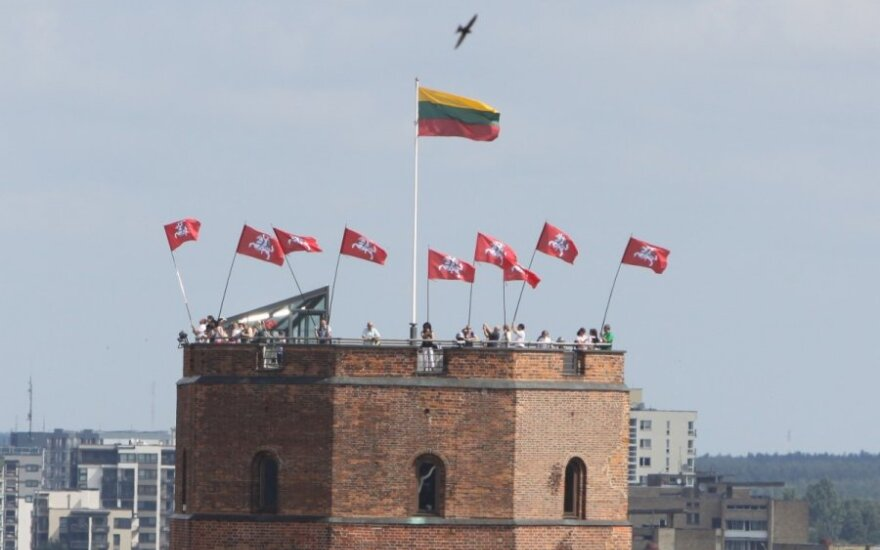 Ant Gedimino pilies bokšto suplevėsavo Lietuvos didybės vėliavos