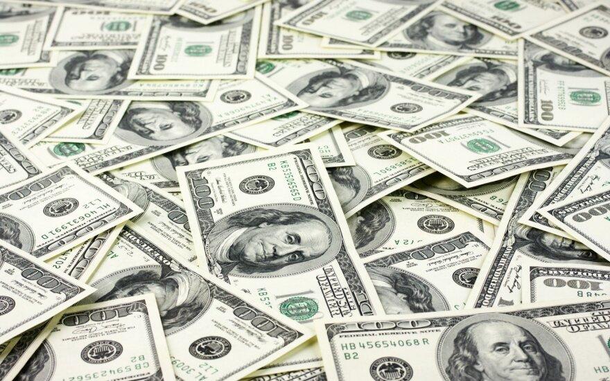 """""""Bloomberg"""": """"Deutsche Bank"""" planuoja nutraukti doleriais vykdomas operacijas kai kuriuose Latvijos bankuose"""