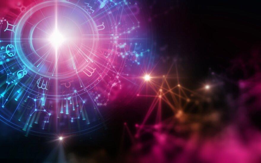 Astrologės Lolitos prognozė vasario 15 d.: sudėtingo astrologinio fono diena