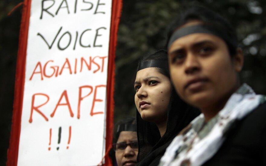 Merginos Bangladeše protestuoja prieš seksualinį išnaudojimą