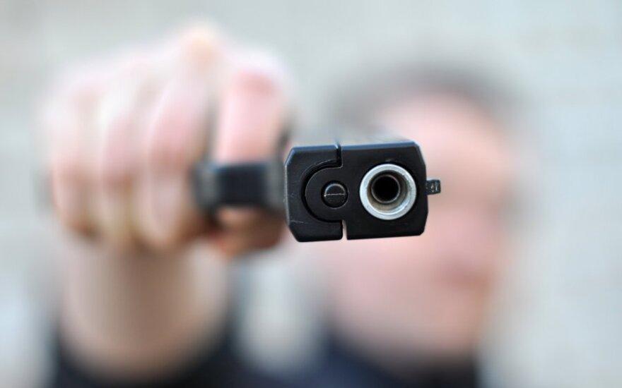 Policija prašo pagalbos tiriant namo apšaudymo bylą