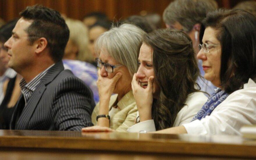 O. Pistorius teisme pratrūko ašaroti