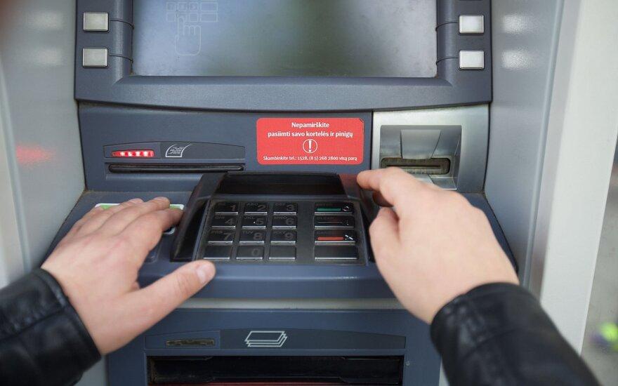 Nenustatyta grupuotė išmoko tobulai ištuštinti bankomatus: jų sąskaitoje – jau 125