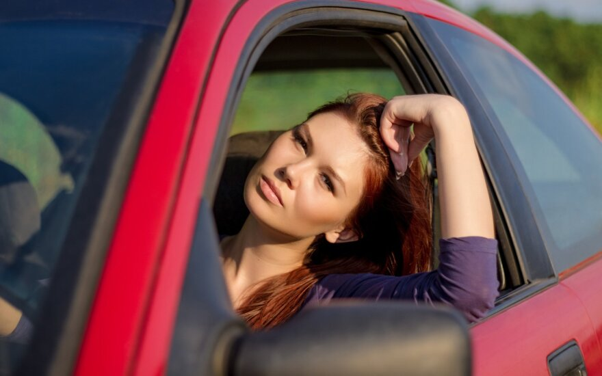 Moteris mašinoje