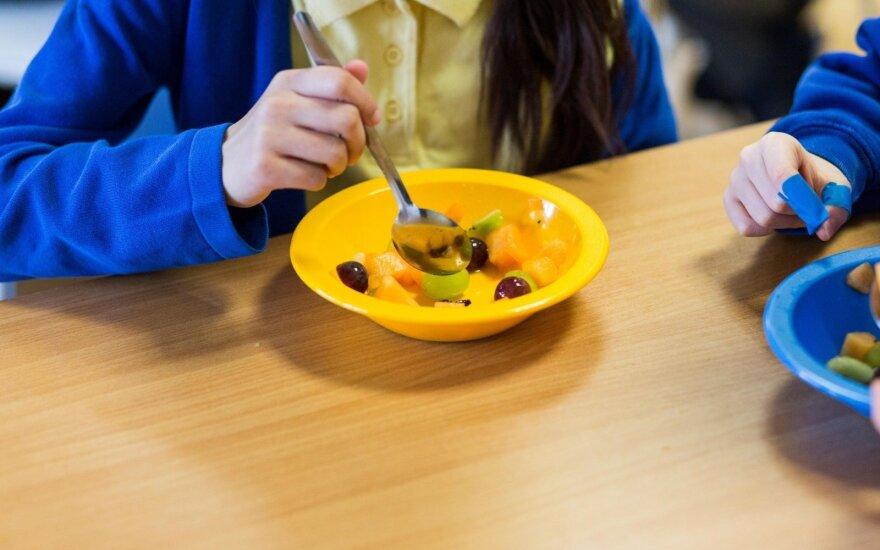"""Šiuolaikiniai tėveliai priėjo liepto galą: nuo kada daržovės –""""nevalgomas"""" maistas?"""