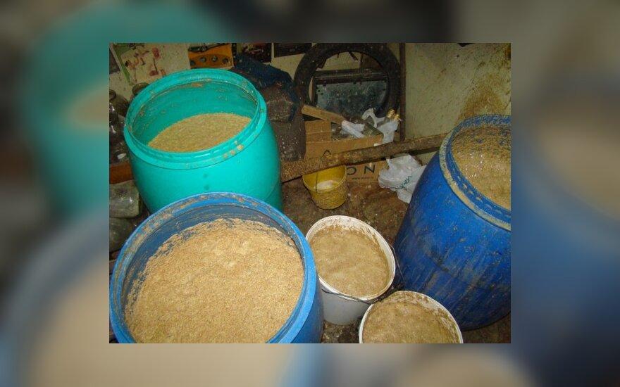 Alytaus r. aptikta 255 litrai raugalo naminukei gaminti