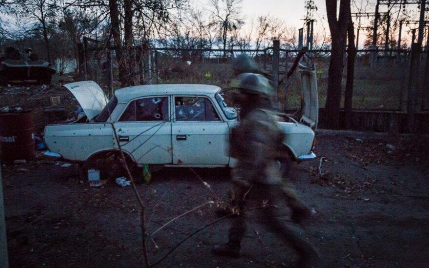 Ukraina ir separatistai bando gaivinti įstrigusias taikos derybas