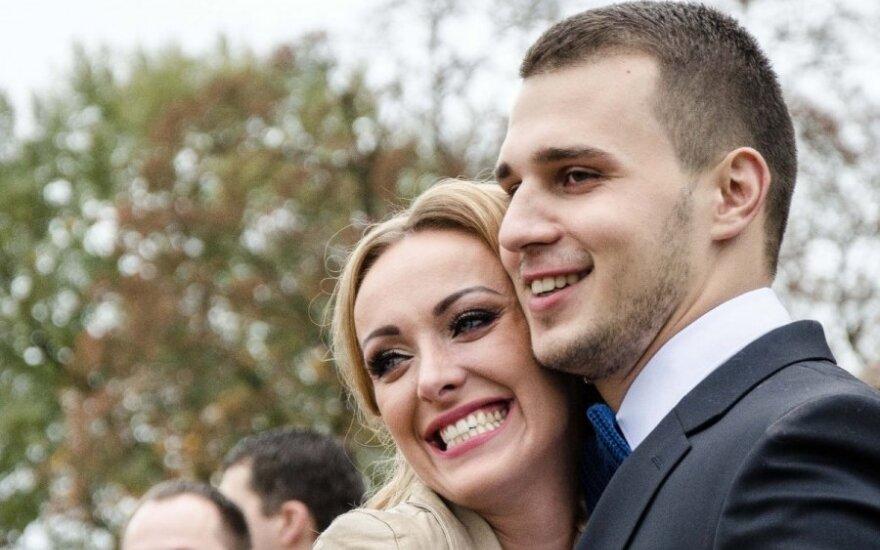 Baiba Skurstenė-Serdiukė su vyru Mykolu jau sūpuoja antrąjį vaikelį: nusprendė naujagimiui suteikti nelietuvišką vardą