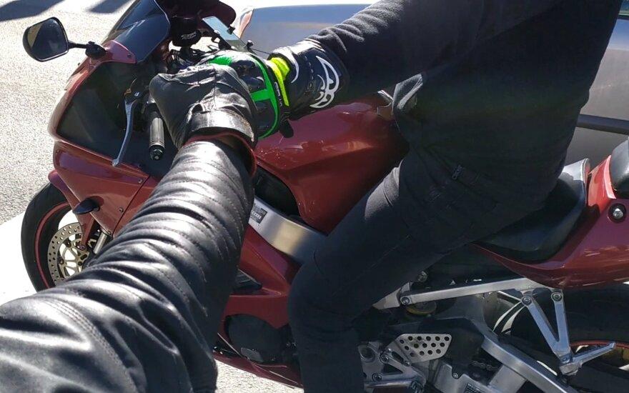 Motociklininkams siūloma taikyti tokią pačią atsakomybę kaip ir kitiems vairuotojams