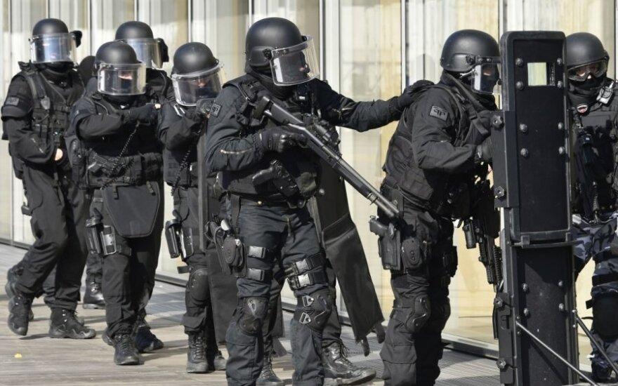 Prancūzijos policija sulaikė vyrą, įtariama, Naujųjų metų naktį planavusį surengti išpuolį