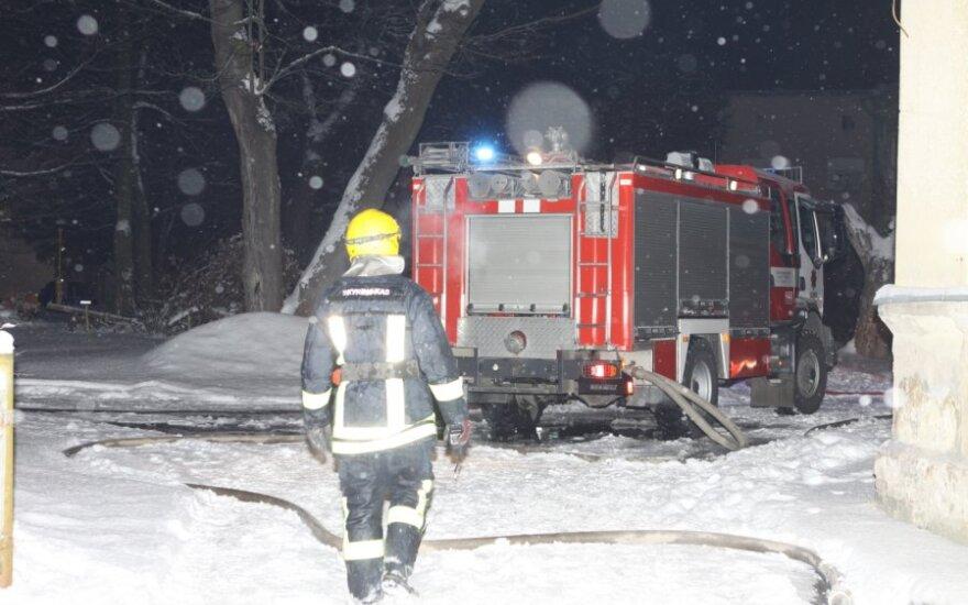 Vilniaus centre užsidegė namas