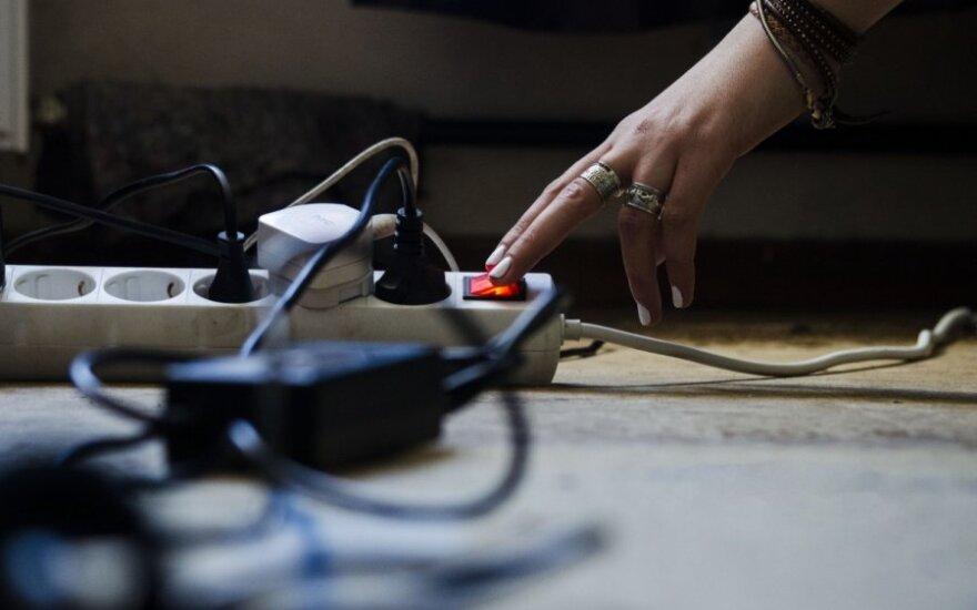 Mažėjančios elektros kainos tendencijos tęsiasi jau tris savaites