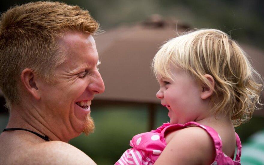 Kiek svarbus mergaitėms bendravimas su tėčiu