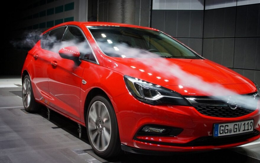"""Naujasis """"Opel Astra"""" išsiskirs ekonomiškumu"""