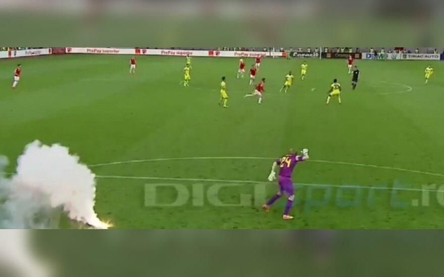 Giedriui Arlauskiui vėl kliuvo nuo Rumunijos futbolo chuliganų