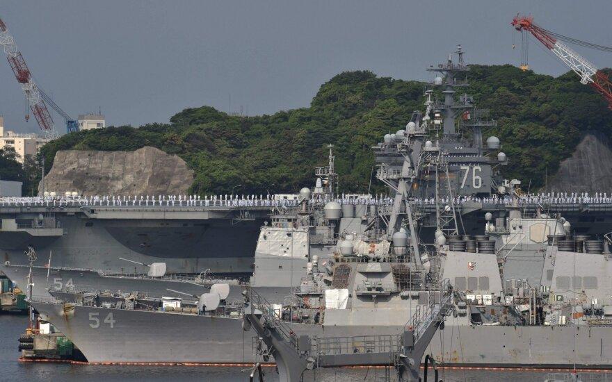 """JAV lėktuvnešis """"Ronald Reagan"""" negali išplaukti iš Japonijos"""
