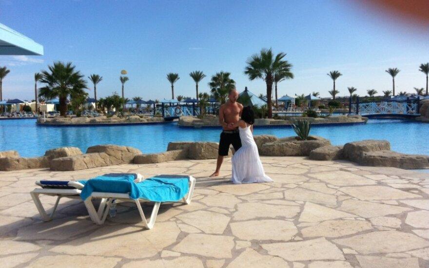 Egipte LNK šokėjai Donatas Baumila ir Rasa tapo viešbučio žvaigždėmis