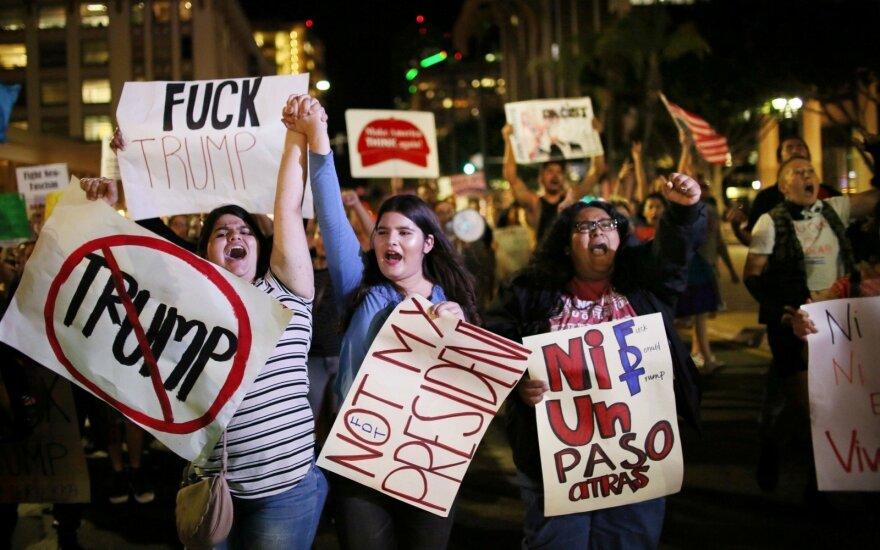 JAV būgštaujama, kad per D. Trumpo inauguraciją gali kilti masinės riaušės