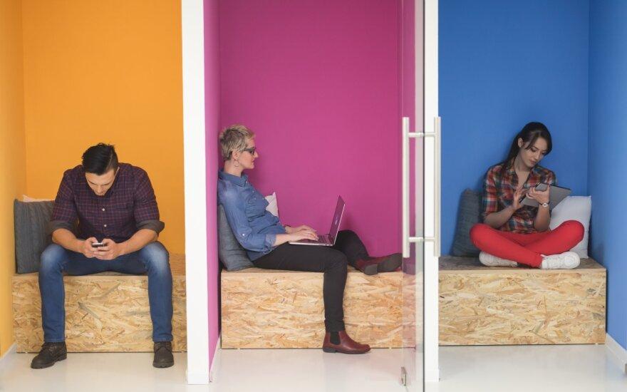 Gandai apie biurų mirtį buvo gerokai per ankstyvi, tačiau darbo vietos jau bus kitokios – itin populiarėja akustinės būdelės