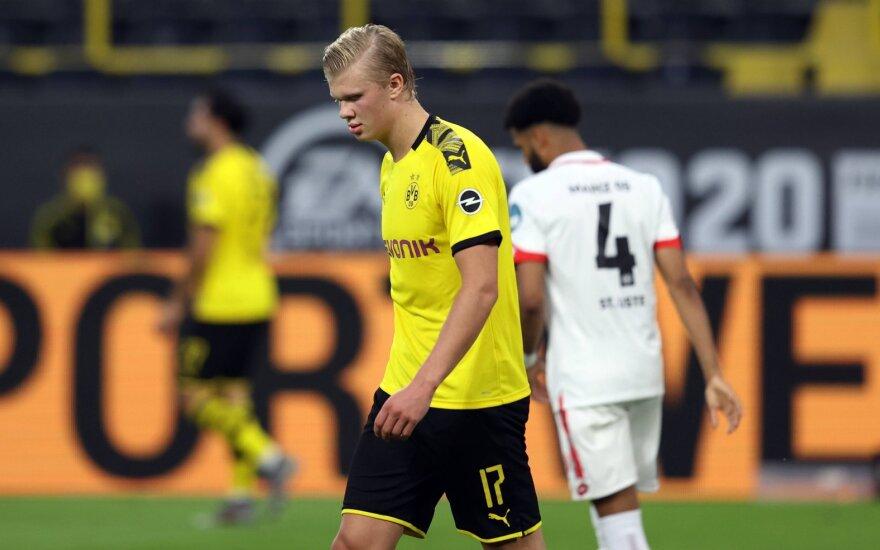 """Čempione vėl netapusi """"Borussia"""" gavo pamoką nuo autsaiderių"""