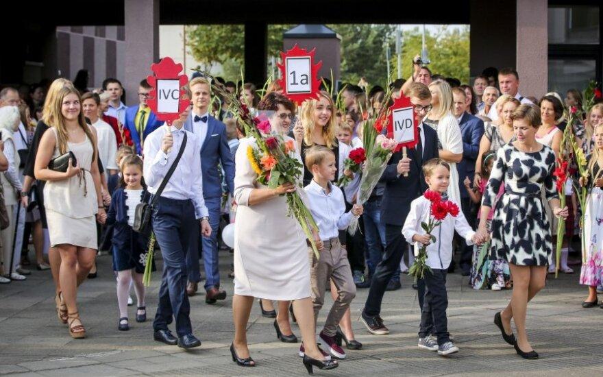 Išlydėti vaikus į mokyklą — pusė laisvos darbo dienos