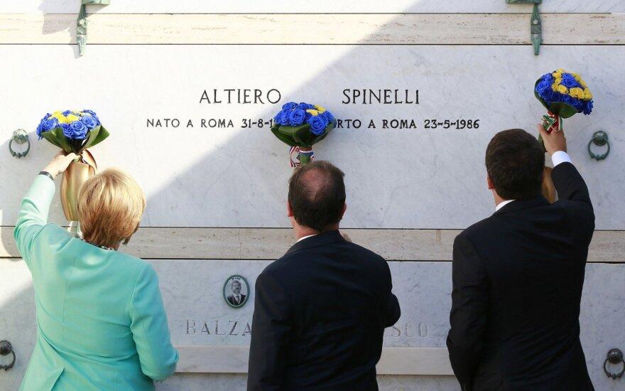 Matteo Renzi, Angela Merkel ir Francois Hollande'as prie Altiero Spinelli kapo
