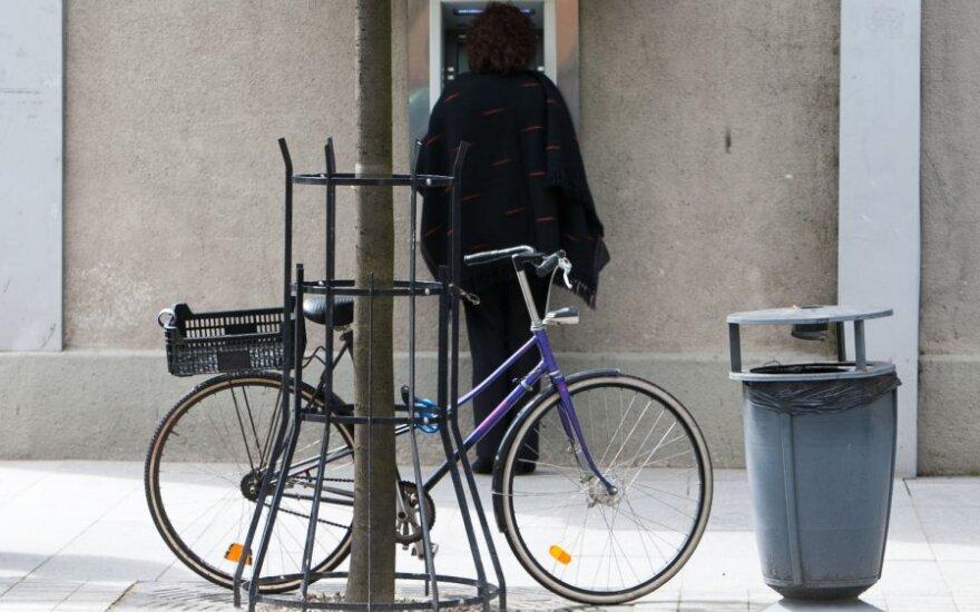 Kaip dviratis kovojo su automobiliais