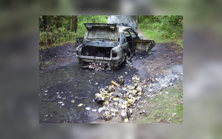 Sraigtasparniu persekioti kontrabandininkai padegė savo automobilį