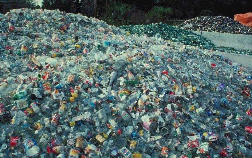 Stiklo, plastiko ir metalo atliekos rūšiavimo bazėje