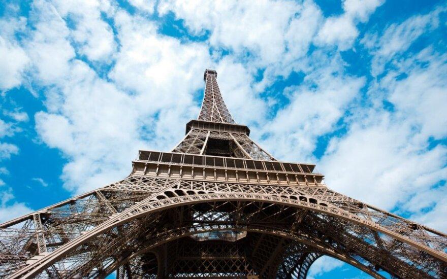 Turistas iš Lenkijos paralyžiavo Eifelio bokšto darbą