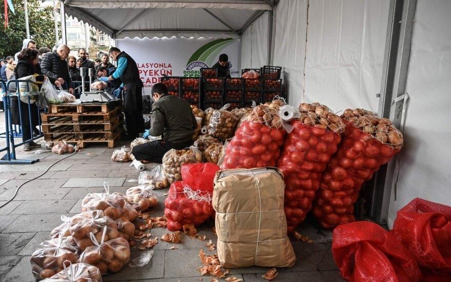 Turkijos geležinis kainų suvaldymo kumštis pasiteisino: pirmą kartą fiksuojami teigiami rezultatai