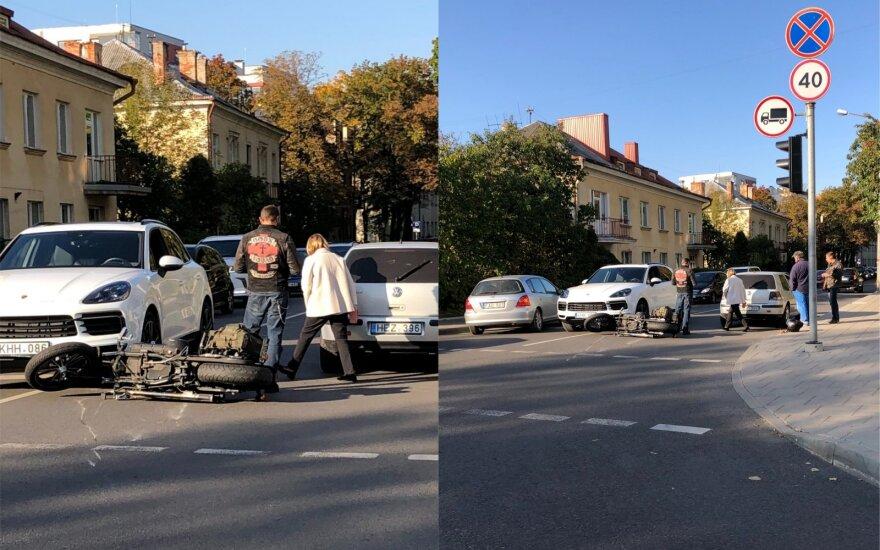Avarija Vilniuje: susidūrė du automobiliai ir motociklas