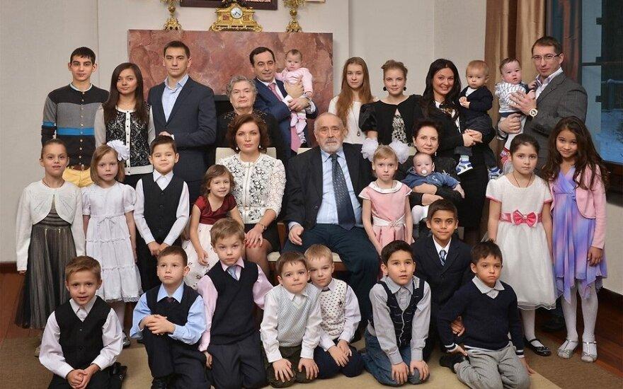Daugiausiai vaikų turintis rusų milijardierius Romanas Avdejevas pasidalino, kaip išauklėti 23 vaikus