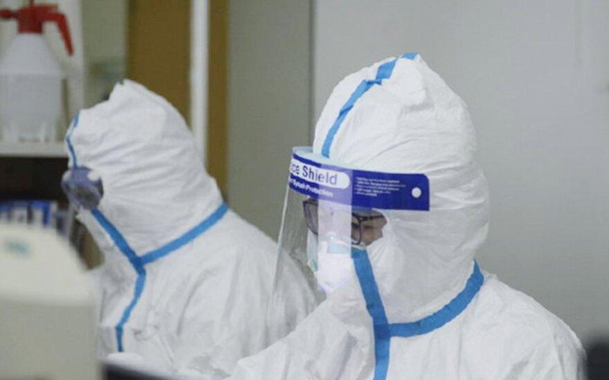 """Kinijos ambasadorius prie JT ragina nekelti """"nereikalingos panikos"""" dėl koronaviruso"""