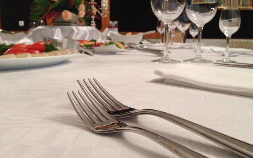 Kūčių stalas, už kurį jums padėkos skrandis ir piniginė