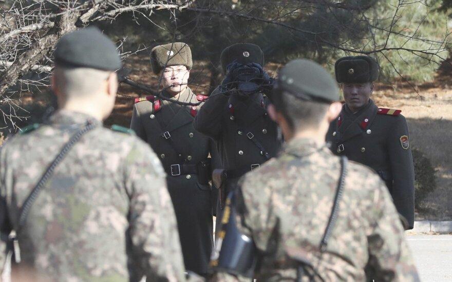 Abiejų Korėjų pareigūnai tariasi dėl karo išskirtų šeimų susitikimo