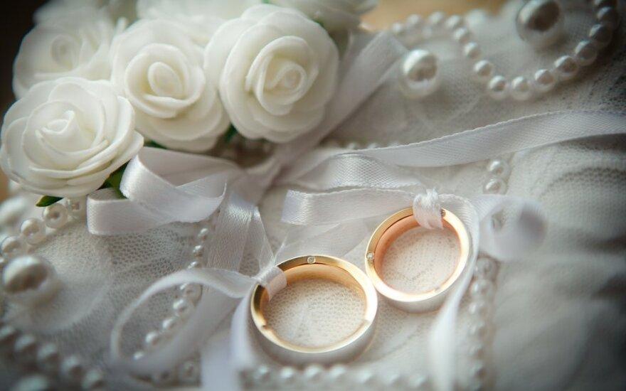 Vedybų sutartis sudaro ir senjorai