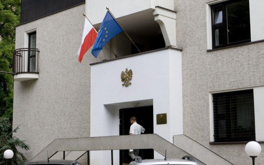 Pasalą prie Lenkijos ambasados Vilniuje surengę policininkai sučiupo vandalą