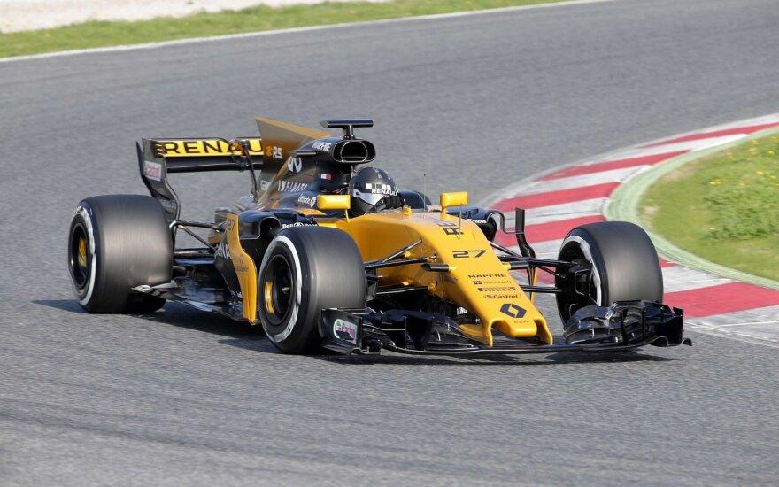 """F-1 """"Renault"""" naujas automobilis Barselonos trasoje"""