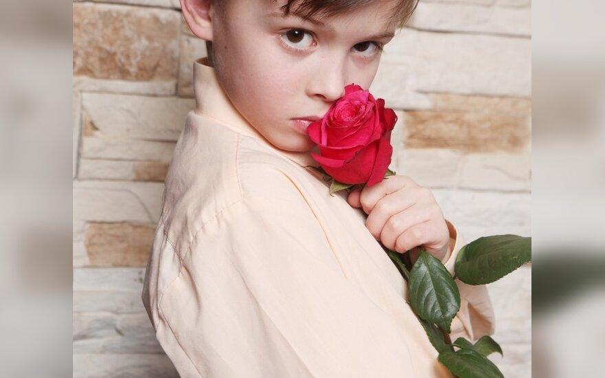 Gėlėmis prekiaujantys vaikai niekam nerūpi?